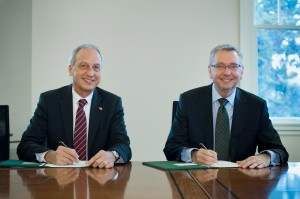 Prof. Gruss and Prof. Toope sign new agreement at UBC (photo: Martin Dee)
