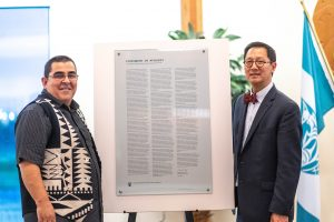 Musqueam Chief Wayne Sparrow and UBC President Santa Ono, with the Apology Plaque (Photo by Paul Joseph / UBC)